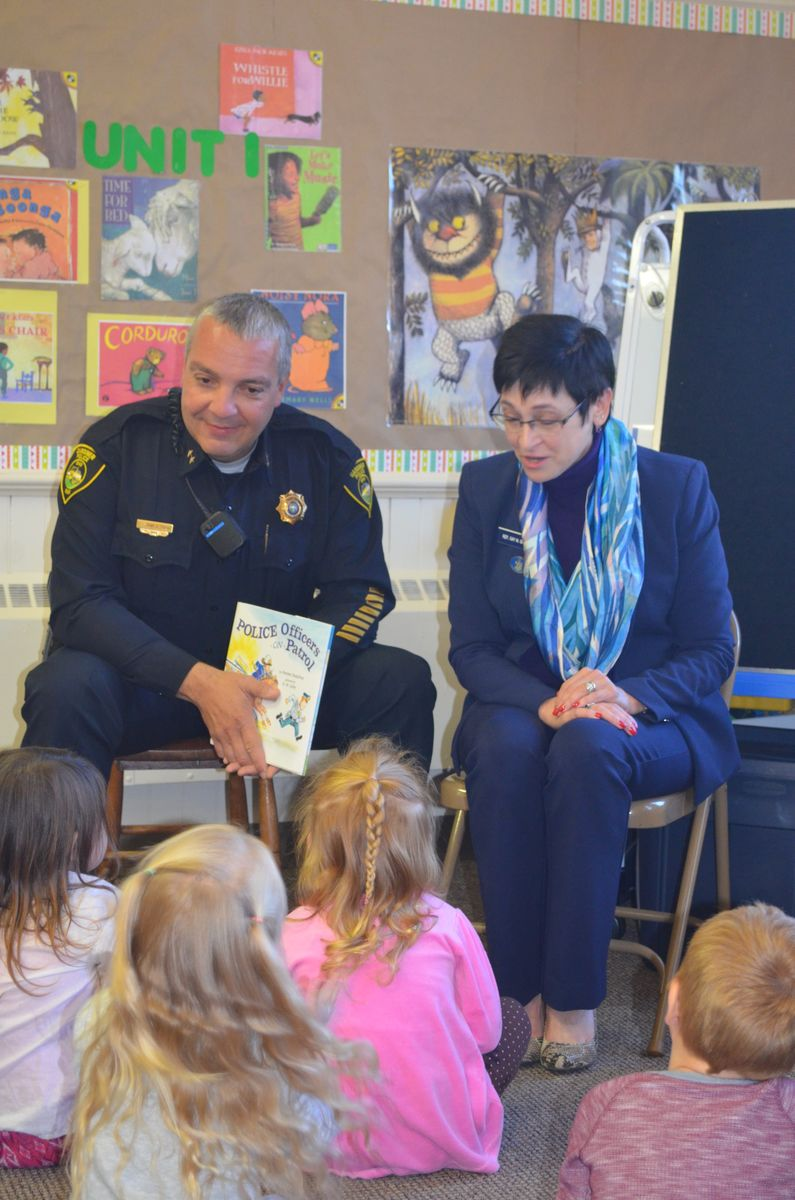 Chief Toman and Rep. Grant read to students at the Gardiner Early Learning Center.