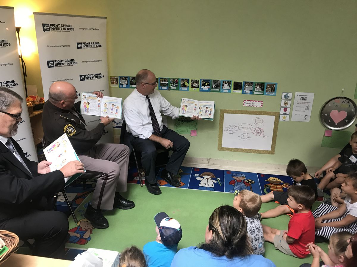 Rep Moolenaar and members reading with kids_2