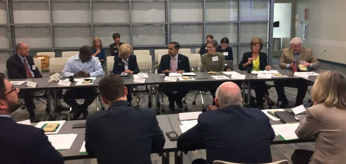 Illinois roundtable discussion focuses on workforce-development challenges