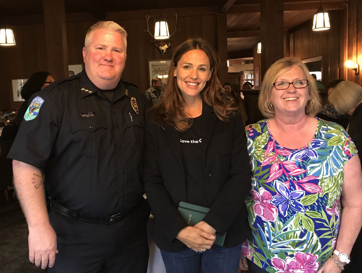 Raymond Police Chief Chuck Spoor with Save the Children Board Member Jennifer Garner