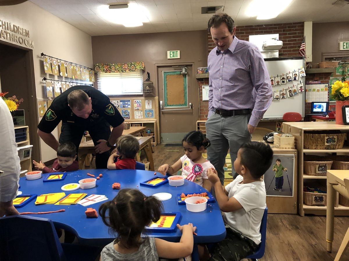 Sutter County Undersheriff Scott Smallwood and Assemblymember Gallagher Meet Preschool Students in Yuba City