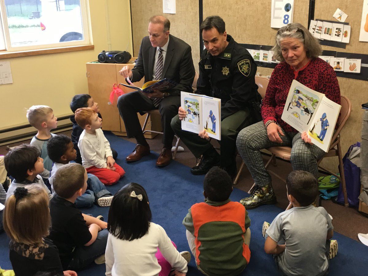 On November 17, Multnomah County Sheriff Mike Reese and District Attorney Rod Underhill, joined by State Representative Carla Piluso, read to young Head Start students in their classroom.